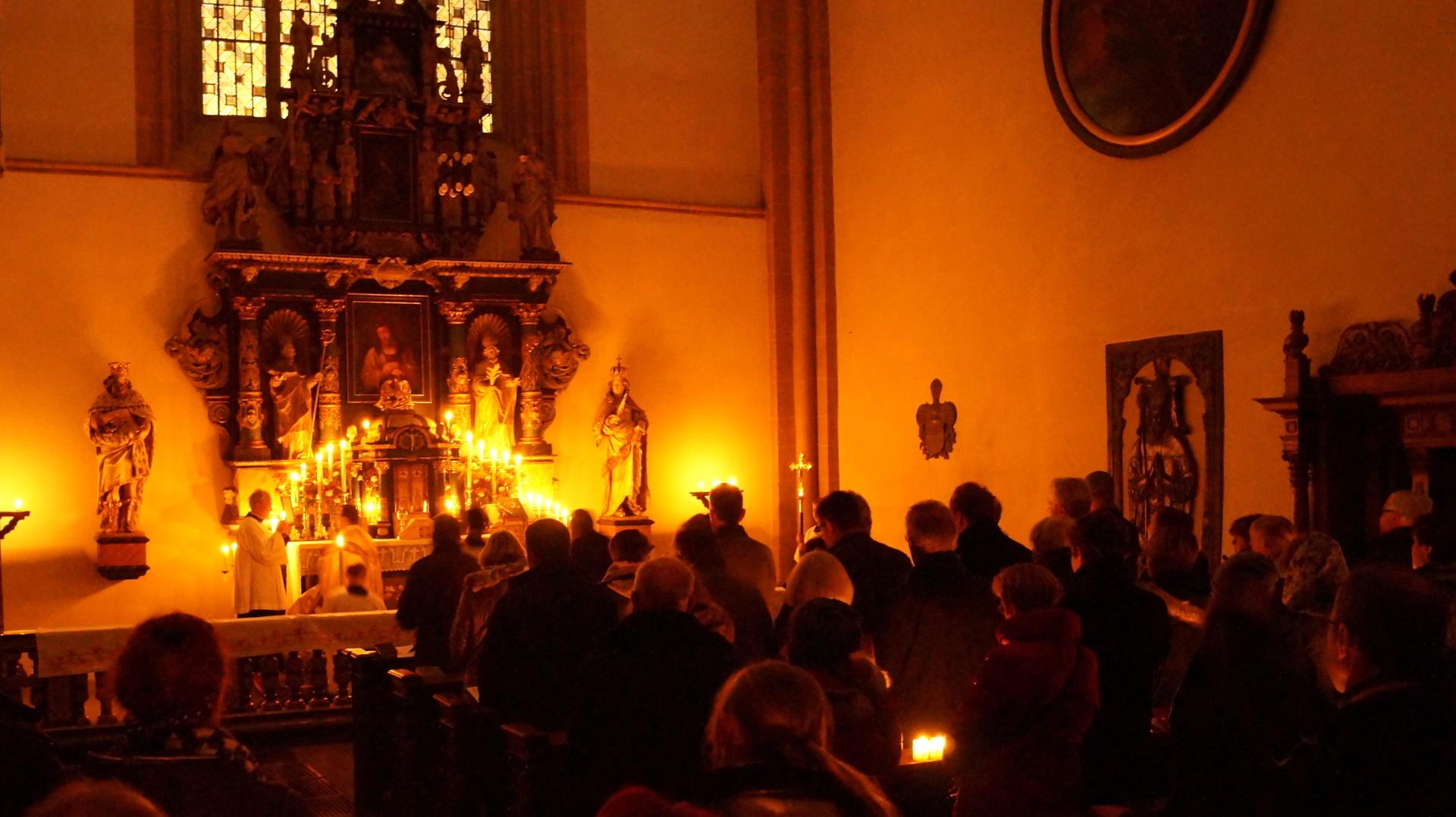 Missa Tridentina am Kreuzaltar