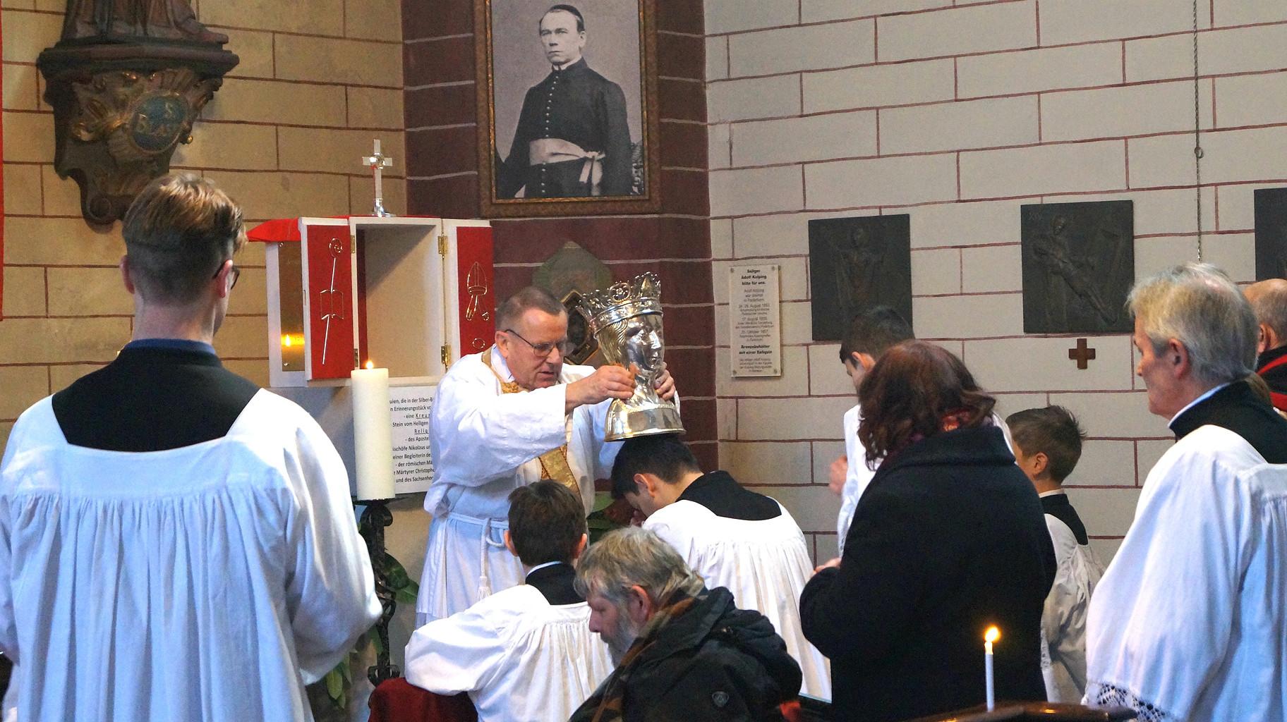 Einzelsegen mit der Blasius-Reliquie, Paderborn 2019